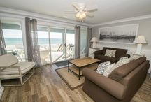 Four Steps to the Beach / Come stay in a beach front town house nestled in the quiet beaches of Inlet Beach off 30A