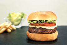 Burgers at Accorhotels / AccorHotels vous propose de nombreuses recettes variées et originales de burgers. Régalez-vous avec les yeux !