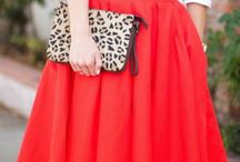 С красной юбкой