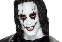 The Crow Costume / Are you looking for the perfect Halloween costume that will give you a horror look? The crow impressive costume will give you a complete horror look and is ideal for a Halloween  themed party. we have picked some great accessories  make your outfit complete