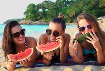 Dinnyeszezon / A nyári melegben veled is előfordul, hogy csak egy kis hűsítő dinnyére vágysz ebédre vagy vacsorára? Nyugodtan szerezd be a kedvenc fajtádat a piacon, mert a dinnye számtalan pozitív hatásáról ismert, nézzük is őket.:)