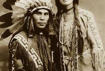 民族 / それぞれの民族の美しい衣装や飾りなど含め。