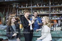 Botschafterinnen für den deutschen Wein 2015/2016 / Deutsche Weinkönigin 2015/16: Josefine Schlumberger –   Deutsche Weinprinzessinnen 2015/16: Caroline Guthier und Katharina Fladung