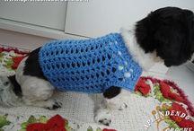 Roupa de crochê para cão