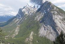 Canada, d'est en Ouest / Le Canada dispose d'une diversité incroyable. Des montagnes a l'ouest, des lacs a l'est, de la toundra au nord et de la foret au sud. Tout exploré est une tâche des plus ardues !