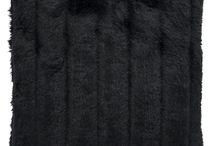 Poduszka dekoracyjna NORKA czarny/Faux fur pillow NORKA black / Poduszka dekoracyjna NORKA czarny/Faux fur pillow NORKA black