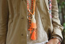 collar naranjo