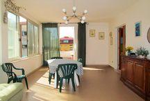 """PINETO - ZONA CORFU' - con garage / Trilocale composto da soggiorno, cucina abitabile, 2 camere matrimoniali e bagno; terrazzo e balcone oltre ad un garage al piano terra. No condominio.   Classe Energetica """"G"""""""