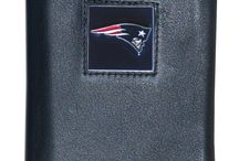 New England Patriots Leather Tri-fold Wallet in Gift Box / Is your dad a sports aficionado who adores the New England Patriots or the other teams?  You would absolutely put a big smile on his face on Father's Day with the New England Patriots Leather Tri-fold Wallet  This wallet is elegantly designed and made with high standard quality and durable materials  Purchase one now and greet your dad with an elegant gift on his special day  This is available at http://shop.oceantailer.com/inventory/detail/217173  #fathersday #leather