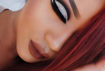 A Wavy Line For Eye Liner.