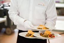 Catering profesional y de confianza / Nuestro servicio de catering le ofrece la total confianza y la profesionalidad necesaria para que usted esté tranquilo y disfrute de su boda o evento.