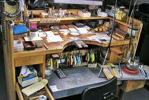 Рабочее место гравировщика по металлу / Рабочий стол гравировщика, инструменты, приспособления.