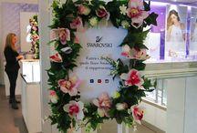 Swarovski presenta Crystal Garden / Dal 10 al 12 Aprile 2015 lo Swarovski Shop de Le Vele si è trasformato in un giardino primaverile. Una bici bianca all'ingresso dello shop, cornici di fiori e allegre mascherine con cui scattare una foto ricordo.