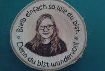 11 ~ Meine Brandmalereien - Portraits mit Text / Solche Dinge kann ich auch für dich/Sie basteln. Shop siehe unter www.ralfs-basteleien.de.