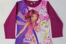 Gyerekruhák lányoknak / Gyerekruhák hatalmas választékban, kedvező áron kaphatóak. Harisnya, zokni, alsónemű, nadrág, felsőruházat, sapka, sál, szinte minden ruha megtalálható. A mesehősök akik közül választhatsz: Angry Birds, Barbie, Én kicsi Pónim, Eperke, Hello Kitty, Hercegnők, Mia, Minnie, Peppa malac, Monster High, Violetta. Gyors házhoz szállítás.