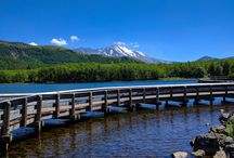 Washington Mountains / Hikes and outdoor activities for mountains in the Cascade Mountain Range including Mount Rainier, Mount St. Helens, and the North Cascades.