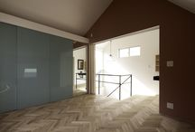 東京組のフローリング|素足になりたくなるフローリング集 / 一言でフローリングといっても、種類や施工によって がらりと印象が変わることから、床材選びも慎重になることでしょう。  東京組がお勧めしている、無垢のフローリング材は天然木本来の風合いを持ち、 室内の湿度を調整する働きもあります。 そして、なによりも、素足で歩いた感触は合板とは全く異なり、とっても心地よいのです。  張り方のバリエーションも豊富で、視覚効果によりお部屋も広く見え、素材選び次第ではヒーリング効果も期待できます。 「帰宅したらすぐに素足になりたくなる」そんなフローリング特集をお届けしました。