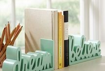 Kreatív könyvtámaszok / Ha unalmasnak tűnik a könyvepolcod dobd fel kreatív támaszokkal, a lehetőségek tárháza végtelen.