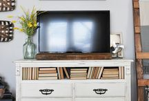 TV Gallery Wall Ideas~