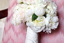 Flowers & Centerpieces / by Miranda Valenzuela