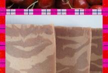 Colección Frutal / Jabónes naturales artesanales elaborados a partir de zumos y frutas frescas o deshidratada.