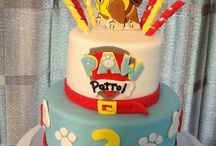 Fiesta Patrulla Canina: Tartas ⭐ PAW Patrol Party Cakes / Tartas de la Patrulla Canina. Descubre las ideas más originales para el pastel de la fiesta temática Paw Patrol. Haz que tu niño apague las velas con sus personajes preferidos. ⭐ One of my favorite things about parties is the cake. It's like the centerpiece to the dessert or cake table and one of the things I put the most thought into when planning a party. Here are some Perfect Paw Patrol Birthday Cakes that you can add to your kids' Paw Patrol parties! Do you have a favorite?