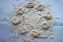tığ işi örtü çiçek motifli