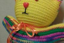 Anni Knitting