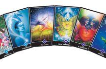 JÓSKÁRTYÁK, vedd kezedbe! / A tarot kártyák ösztönző útmutatást adnak, akár a mindennapok feladataira, akár az életcélodra, akár a jelen lelkiállapotodra keresed a választ. A pozitív üzenekkel és  energiával teli kártyák közül keresd meg azt, amelyik leginkább Hozzád szól! A jóskártya az angyalokkal és szellemi vezetőkkel való kapcsolatteremtés ősi módja.  Az angyalkártyák teljesen biztonságosak, miután kizárólag Isten hírvivőinek szeretetteljes mennyei energiáit vonzzák be.