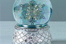 Snowglobes / by Laureson