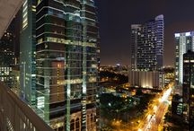 BRICKELL HEIGHTS-AVENUES / Brickell Heights condo has one of the most famous avenues in Miami just a few steps away, famous Brickell Avenue.  This avenue is the main road through the Brickell financial district and it is lined with high-rise office buildings and residential condominiums, as well as many banks and restaurants.