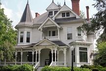 Houses I Love / by Jennifer Hopper
