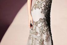 Plesová móda - Lyra / Mezi krásnými šperky eshopu Lyra najdete jak jemné kousky pro každodenní nošení, tak i výrazné náhrdelníky a náušnice, jako stvořené pro plesovou sezónu. Inspirujte se našimi nejoblíbenějšími plesovými šaty!