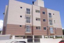 Apartamento no Aririu / AP 1272 -  Loteamento asfaltado com 3 opções de acessos, sendo destes, um pela BR 101 e outro na BR 282.  Apartamento novo, com 54m², área bem distribuída.  Possui 03 apartamentos por andar, sendo 03 andares, totalizando 9 apartamentos.  Este apartamento encontra-se no último andar, virado para frente do prédio.