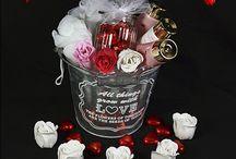 Valentijn / Valentijnsdag 14 februari. Verras je allerliefste met een leuk cadeau van De Verrassingsmand