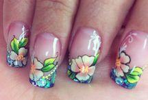 Mano alzada / Nails