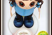 Fofucha cumpleañera Mamá Isabel / Aquí tenemos a Isabel. Con motivo de su 50 cumpleaños, sus hijas quisieron regalarle esta fofucha con su tarta de cumpleaños.