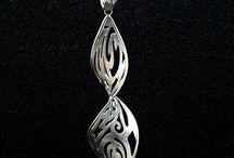 silver / necklaces