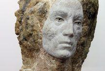 Gesicht in Stein