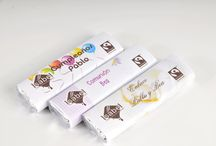 Detalles chocolate personalizados para celebraciones / Chocolatinas artesanas BIO y de Comercio Justo. Envoltorio personalizable con posibilidad de añadir en la parte trasera un código BIDI personal para el cliente.