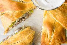 음식 및 음료Philly Cheesesseak Crescent Ring