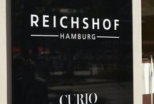 designed by JOI-Design: Hotel Reichshof Hamburg Curio Collection by Hilton / Reichshof Hamburg CURIO Collection by Hilton: JOI-Design lässt traditionsreiches Grandhotel im Art Déco Flair wieder aufleben #Design #designedbyus #welovedesign #trends #ArtDeco #Moderne #Interio