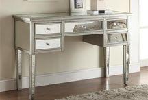 Mirrored Furniture / Eye-alluring, light-capturing mirrored furniture.