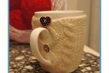 Cups in jumpers / Change your daily tea or coffe drinking them from a magic cup in jumper!  Odmień codzienne picie herbaty lub kawy pijąc je z magicznego kubeczka w sweterku! Jedyne i niepowtarzalne! Zapraszam serdecznie na moją stronę internetową.