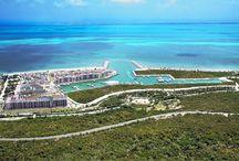 La Amada / Conjunto diseñado como una villa caribeña de baja densidad, en donde podrás disfrutar de todas las comodidades más lujosas. Además se ubica estratégicamente junto a una reserva natural, a 8 km de Cancún centro y a solo 20 minutos del aeropuerto internacional.