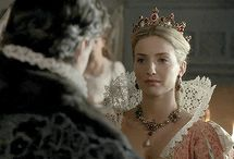 Jane Seymour - The Tudors / 2 season - Anita Briem                                 3 season - Anabelle Wallis