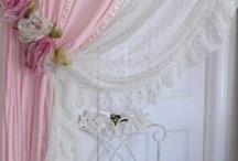 textil tárgyak rózsával,gyönggyel