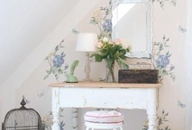 romantic antique seaside / antiques, florals, cottage whites, sweet and soft. especially faded, shabby, comfortable, casual, pretty, as if washed by the sea, faded from the sun, and blown by the wind.