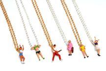 Collection de bijoux / Minime est une collection de bijoux à part, tout dr oit venue de la Suède. Ces petits personnages joyeux, chaleureux et colorés nous invitent sans doute à des rencontres « maxi », car ils attirent le regard...