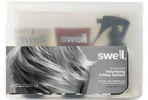 Swell Hair / Única fórmula todo-natural que le da volumen inmediato y duradero desde el primer día. Pero Swell es mucho más que un voluminizador. Swell nutre fundamentalmente los folículos, y lo que resulta es un aumento del crecimiento del pelo y la reducción de la pérdida de cabello cuando se usa con regularidad. Su Sistema de 3 Pasos de Swell es rápido y fácil de usar como parte de un tratamiento para el cuidado del cabello.